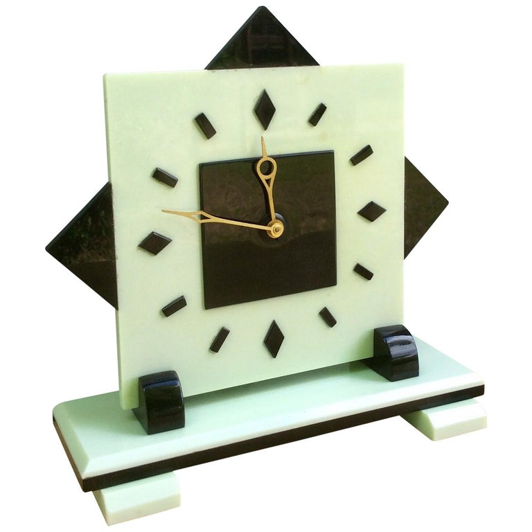 Art Deco Electric Bakerlite Mantel Clock For Sale