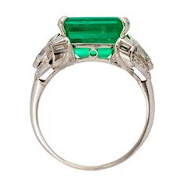 Art Deco Emerald and Diamond Platinum Ring In Excellent Condition For Sale In Beverly Hills, CA