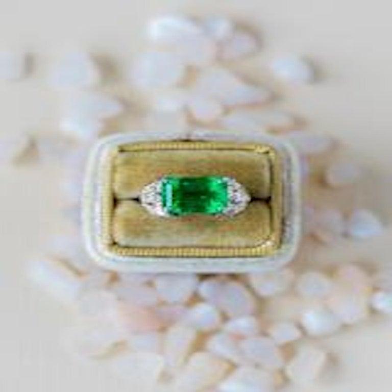 Women's Art Deco Emerald and Diamond Platinum Ring For Sale