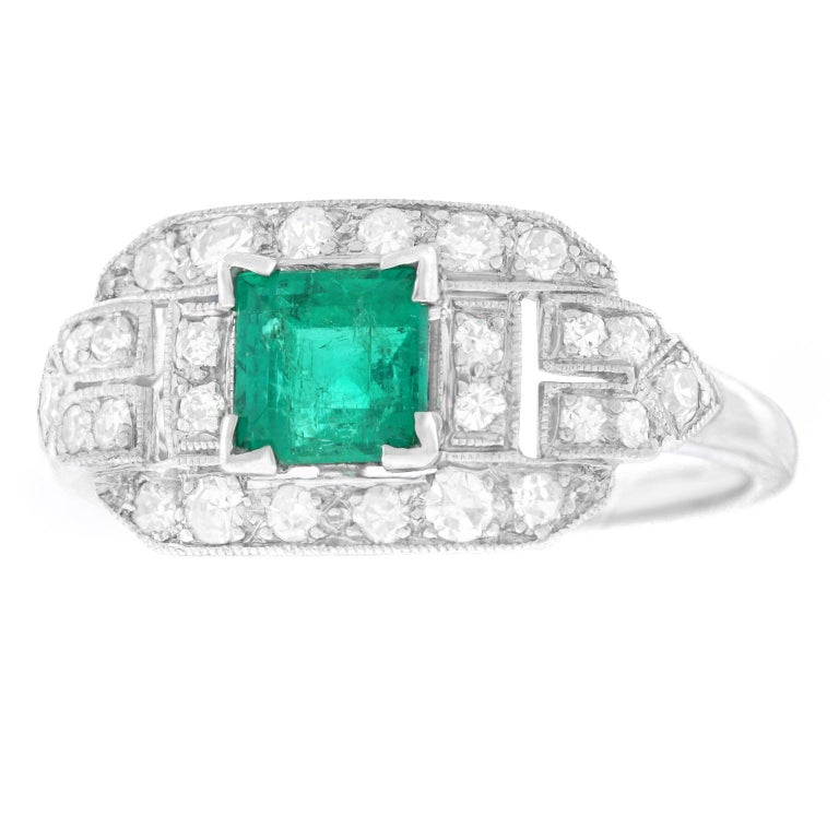 Art Deco Emerald and Diamond Set Platinum Ring In Excellent Condition For Sale In Litchfield, CT