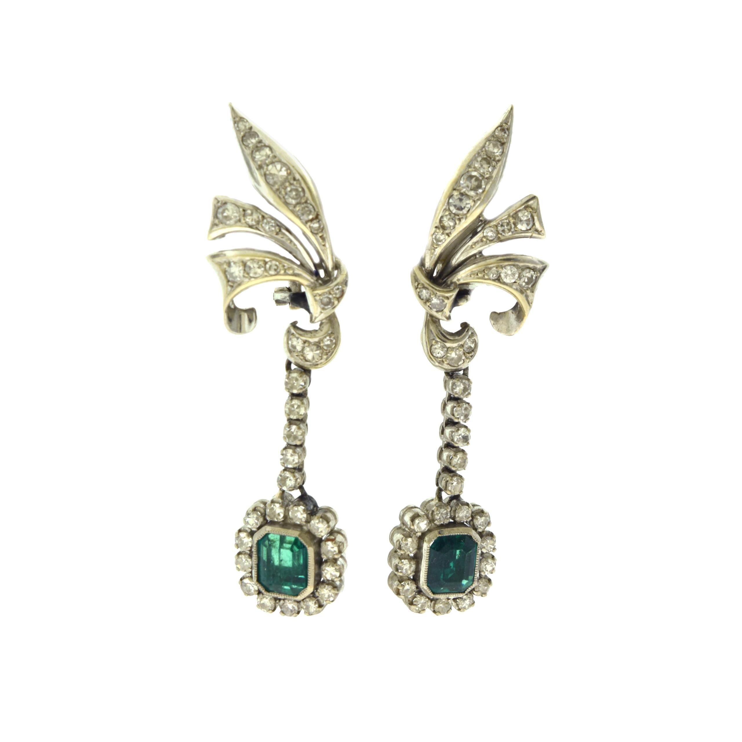 Art Deco Emerald and Diamonds Dangle Earrings on White Gold