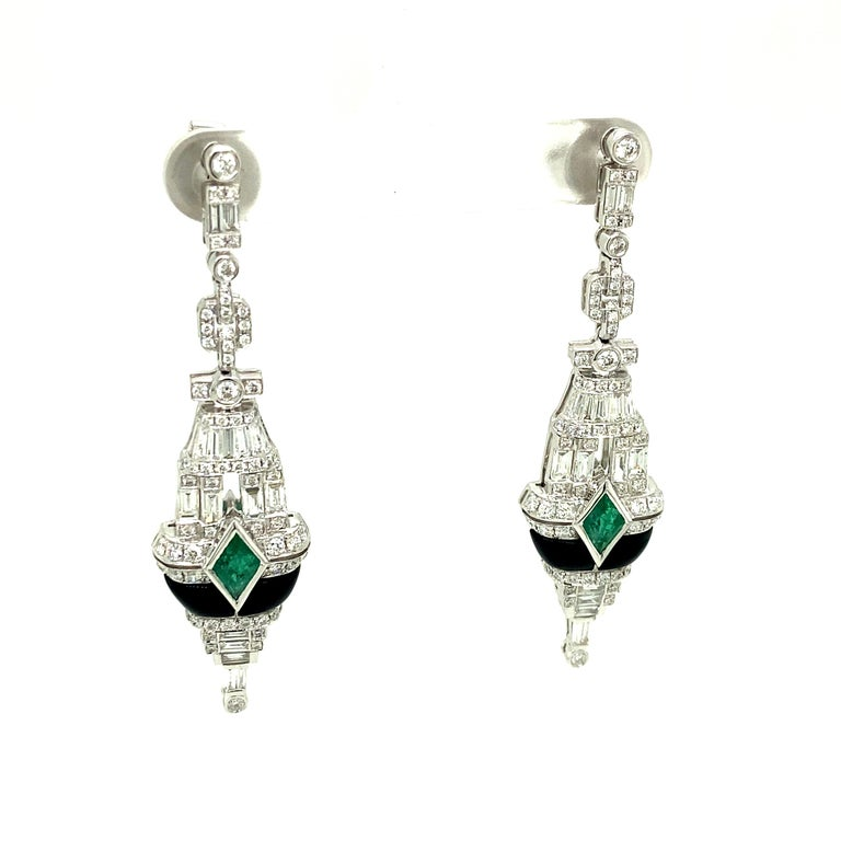 Art Deco Style Emerald, Black Onyx, and White Diamond Gold Dangle Earrings In New Condition In Admiralty, HK