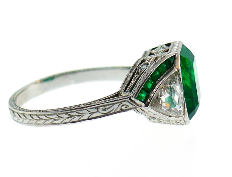 Art Deco Emerald Diamond Platinum Ring In Good Condition For Sale In Beverly Hills, CA
