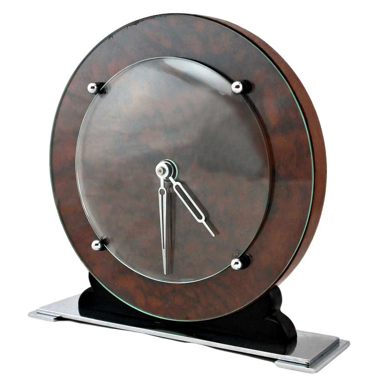 Superb and totally authentic 1930s Art Deco modernist manual wind up clock. Featuring a walnut dial and body with chrome hands and fixtures which are covered by domed glass, all resting on a chrome plinth. This clock oozes style, perfect for a desk