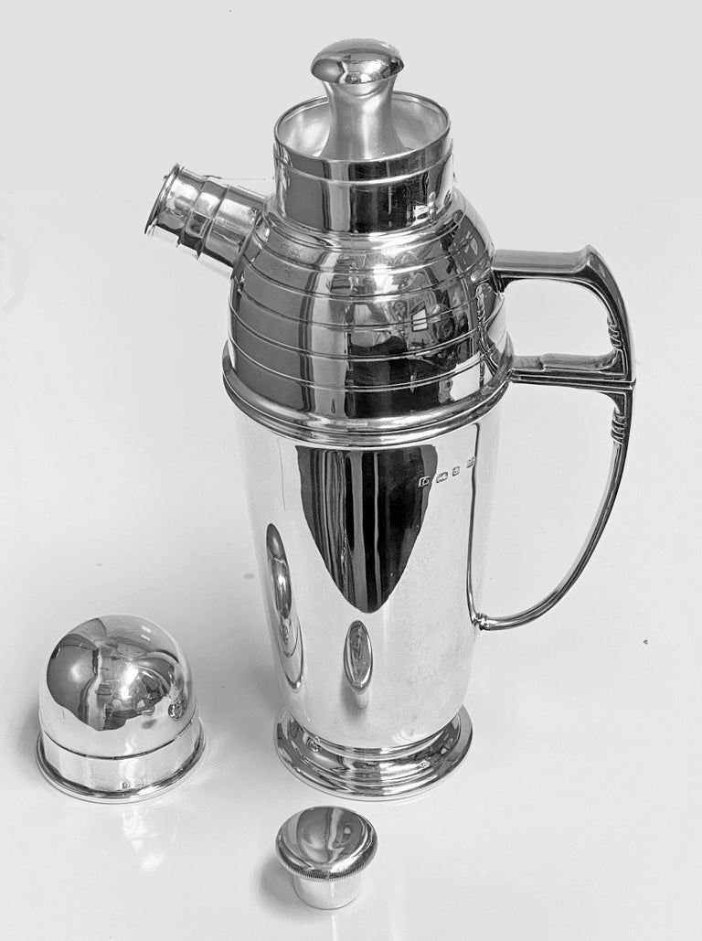 Art Deco English Silver Cocktail Shaker, Birmingham 1913 Pearce & Sons In Good Condition For Sale In Toronto, Ontario