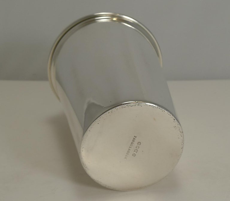 Mid-20th Century Art Deco English Silver Plated Cocktail Shaker, Integral Lemon Squeezer For Sale