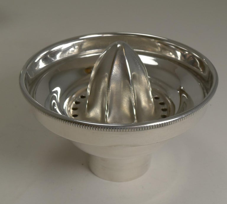 Art Deco English Silver Plated Cocktail Shaker, Integral Lemon Squeezer For Sale 3