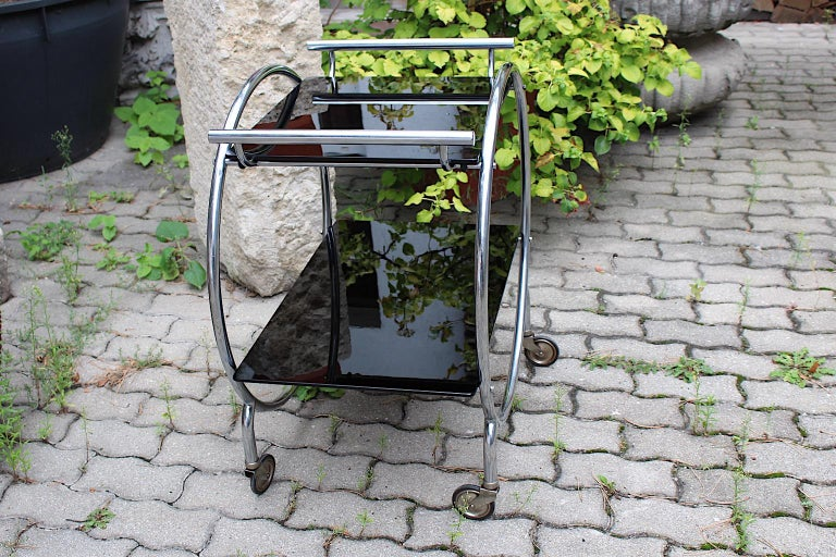 Mid-20th Century Art Deco Era Vintage Bauhaus Chromed Metal Glass Bar Cart or Cart, 1930s Germany For Sale