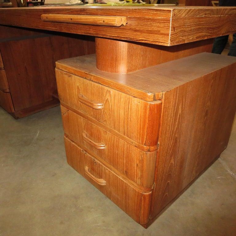 Art Deco Executive Desk in Walnut For Sale 1