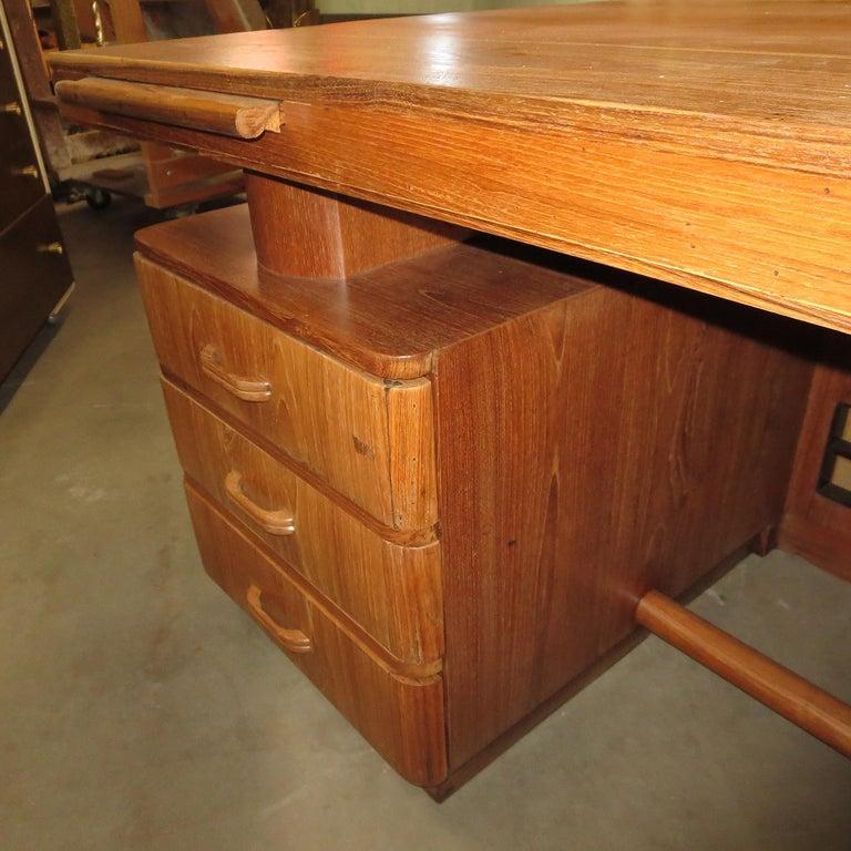 Art Deco Executive Desk in Walnut For Sale 2