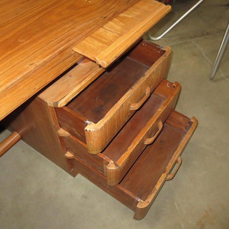 Art Deco Executive Desk in Walnut For Sale 3