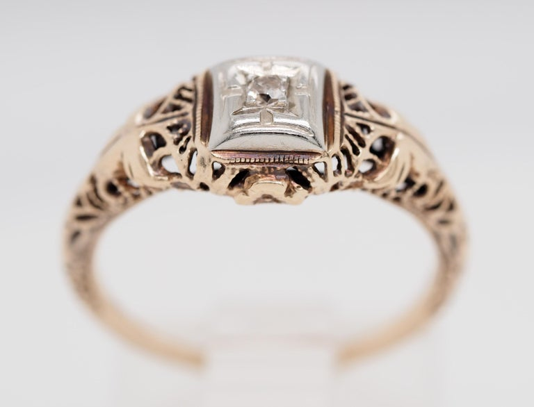 Art Deco Filigree Carved 10 Karat Two-Tone Gold Solitary Diamond Ring In Good Condition For Sale In Addison, TX