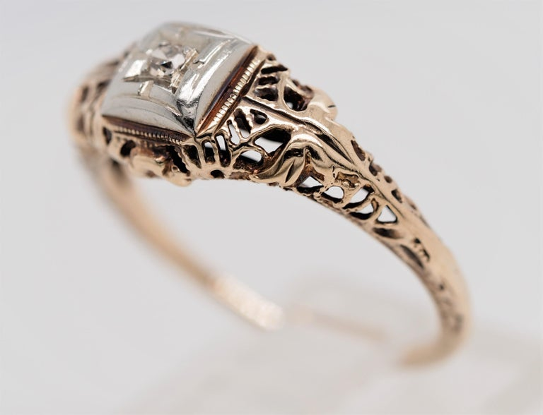 Art Deco Filigree Carved 10 Karat Two-Tone Gold Solitary Diamond Ring For Sale 1