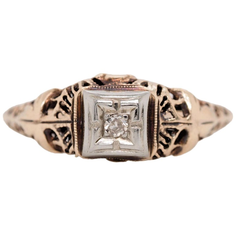 Art Deco Filigree Carved 10 Karat Two-Tone Gold Solitary Diamond Ring For Sale