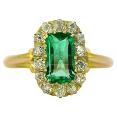 Art Deco French 18K Gold Ladies Ring with Natural Columbian Emerald and Diamonds