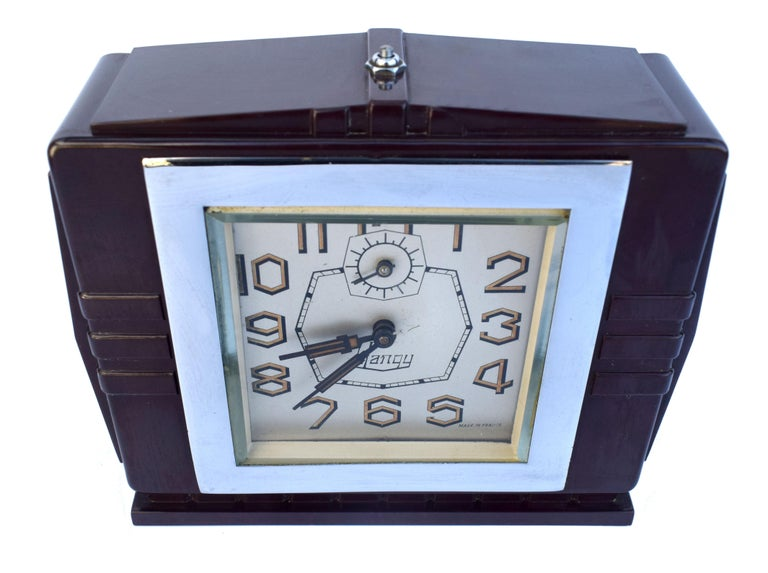 Very attractive 1930's Art Deco bakelite clock with a very distinctive dial, Blangy clocks always have amazingly styled numerals and this one is no different. Originating from France this wonderful clock is the epitome of Art Deco with its fabulous