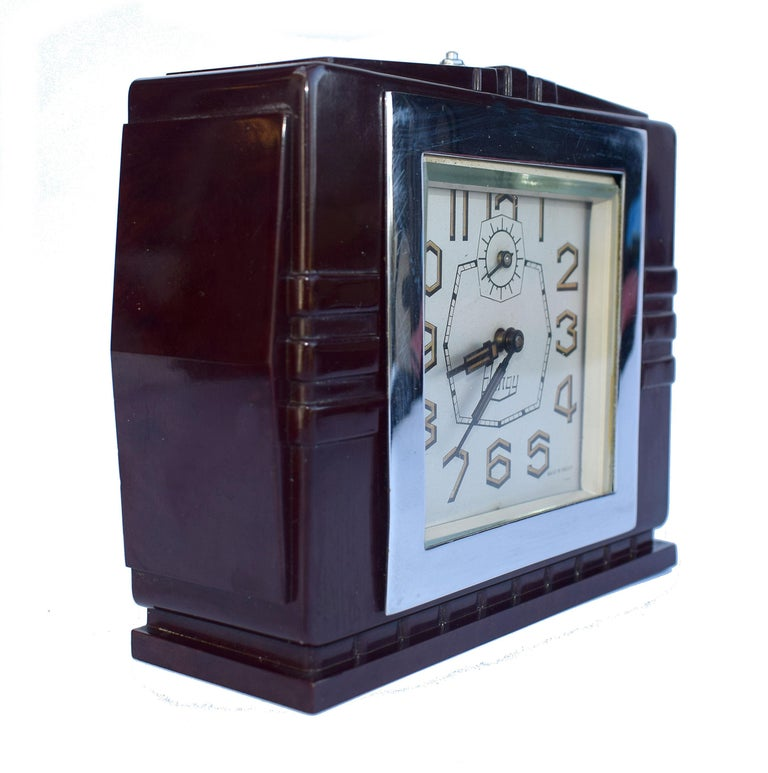 Art Deco French 1930's Bakelite Clock by Blangy In Good Condition For Sale In Devon, England
