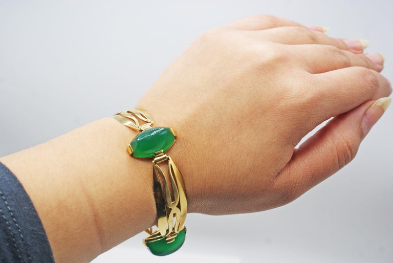 Art Deco French Chrysoprase 18 Karat Yellow Gold Bracelet In Excellent Condition For Sale In New York, NY