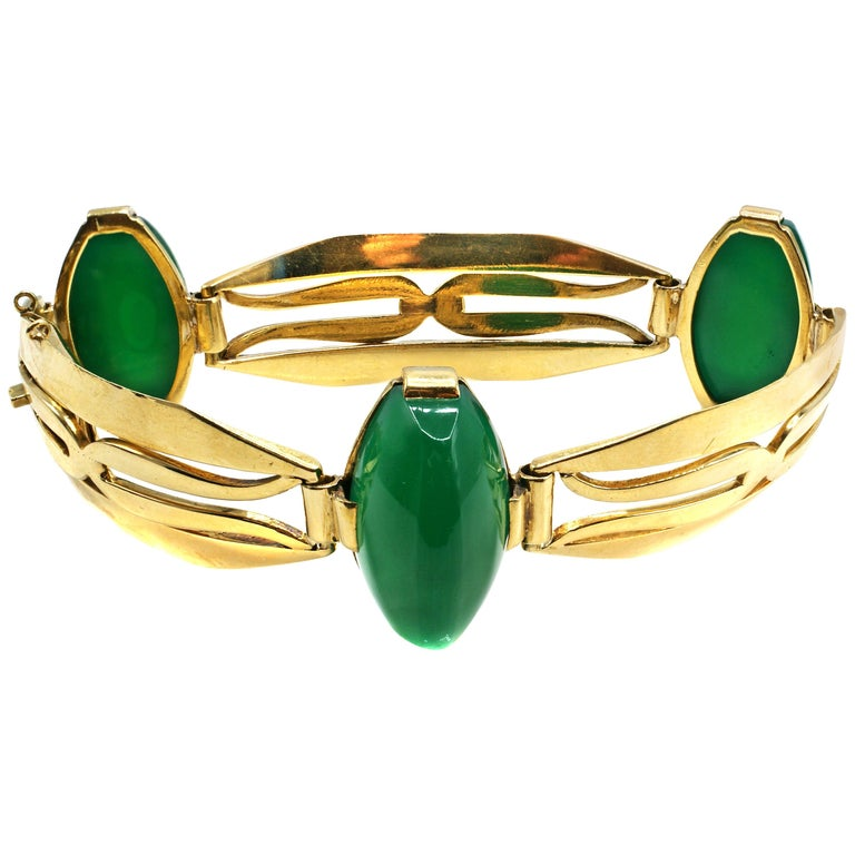 Art Deco French Chrysoprase 18 Karat Yellow Gold Bracelet For Sale