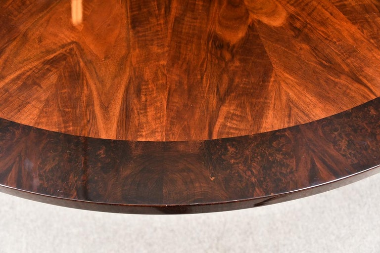 Art Deco French Round Dining Table in Walnut For Sale 6