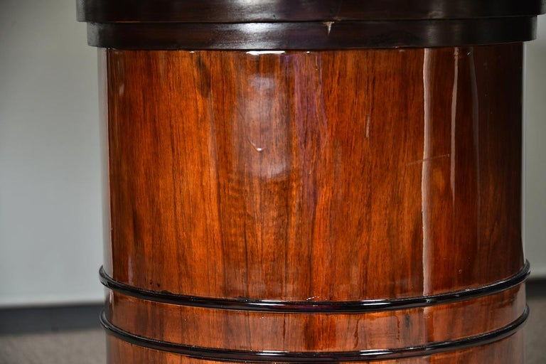 Mid-20th Century Art Deco French Round Dining Table in Walnut For Sale