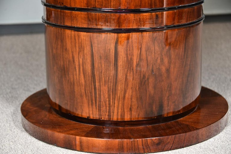 Art Deco French Round Dining Table in Walnut For Sale 1