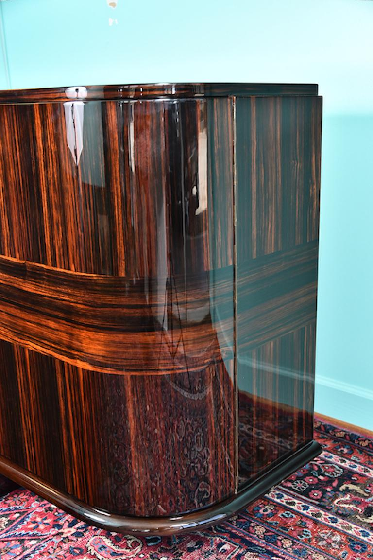 Art Deco French Sideboard with 4 Brass Vertical Lines in Macassar For Sale 8
