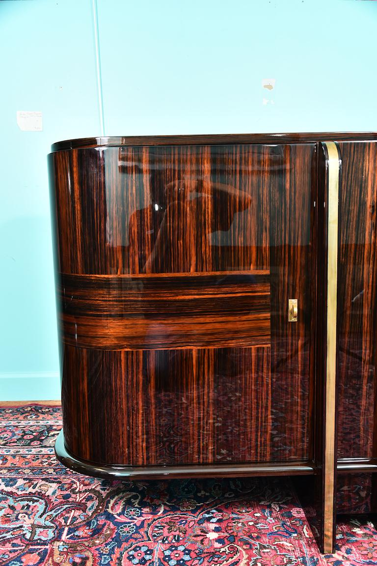 Art Deco French Sideboard with 4 Brass Vertical Lines in Macassar In Excellent Condition For Sale In Houston, TX