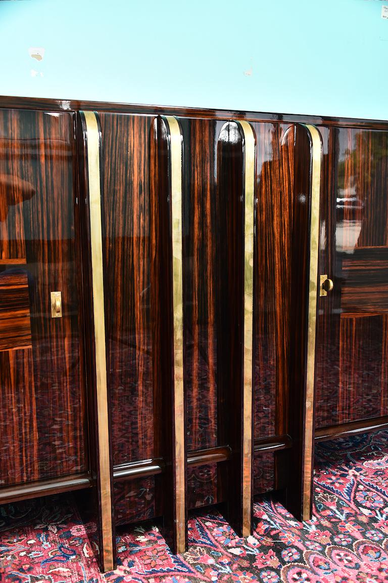 Mid-20th Century Art Deco French Sideboard with 4 Brass Vertical Lines in Macassar For Sale