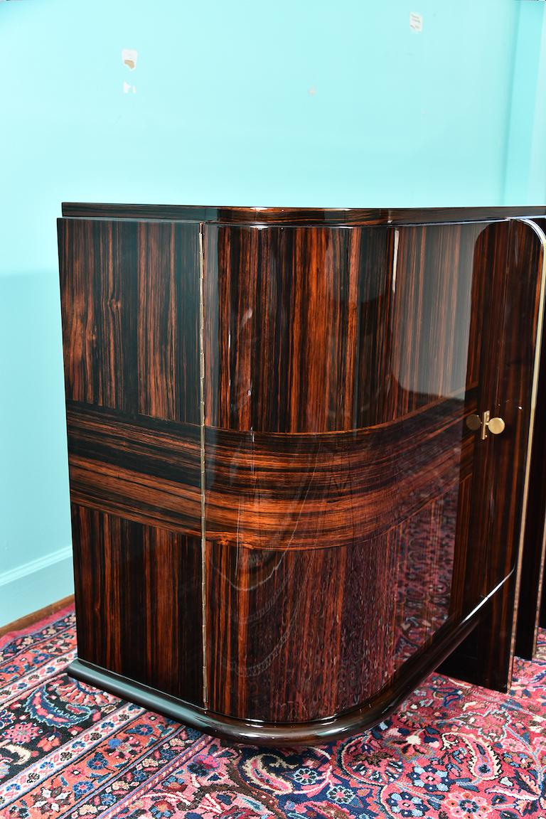 Art Deco French Sideboard with 4 Brass Vertical Lines in Macassar For Sale 4
