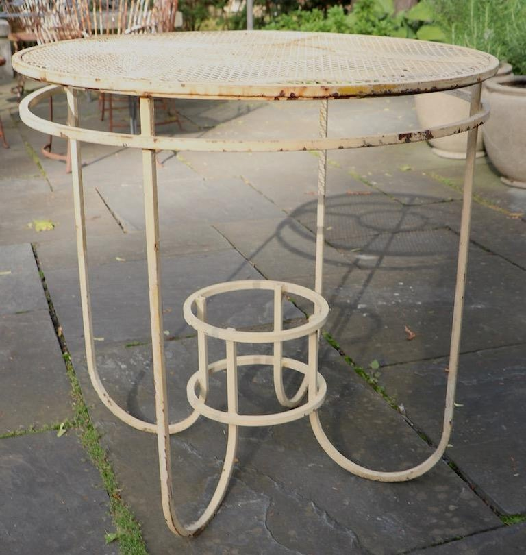Art Deco Garden Patio Center Table by Woodard In Good Condition For Sale In New York, NY