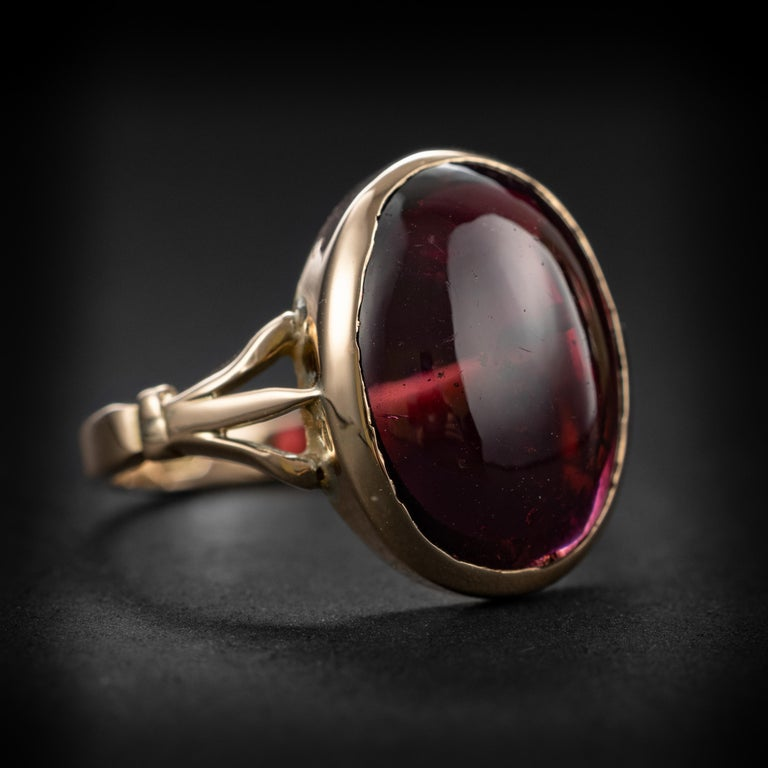 Art Deco Garnet Cabochon Ring In Excellent Condition For Sale In Southbury, CT
