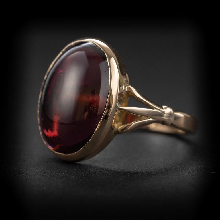 Art Deco Garnet Cabochon Ring For Sale 1