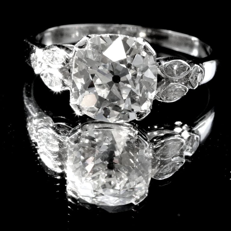 Art Deco GIA 2.56 Carat Old Mine Cut Diamond Platinum Engagement Ring In Good Condition For Sale In Beverly Hills, CA