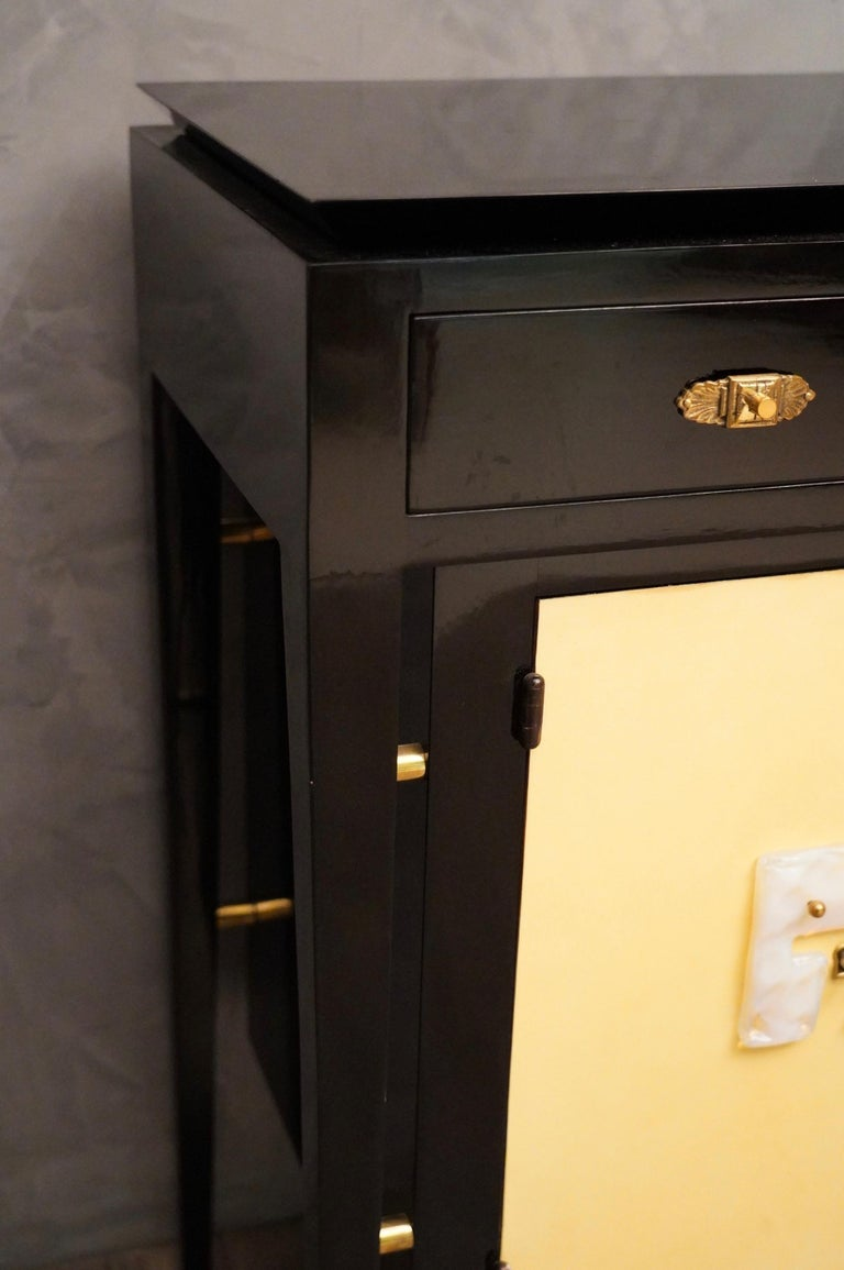 Art Deco Goatskin and Black Lacquered Wood Italian Sideboard, 1940 For Sale 7