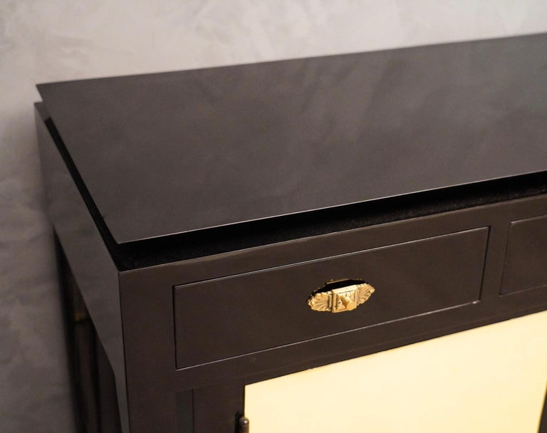 Art Deco Goatskin and Black Lacquered Wood Italian Sideboard, 1940 In Excellent Condition For Sale In Rome, IT