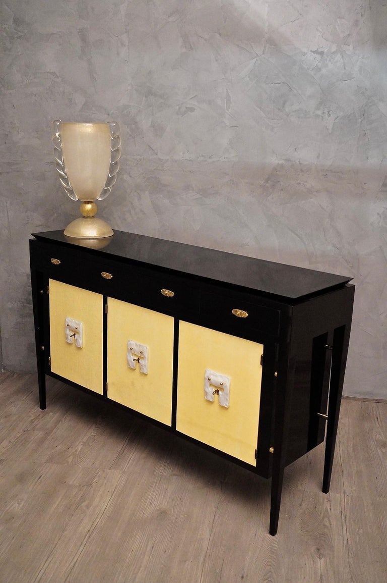 Mid-20th Century Art Deco Goatskin and Black Lacquered Wood Italian Sideboard, 1940 For Sale