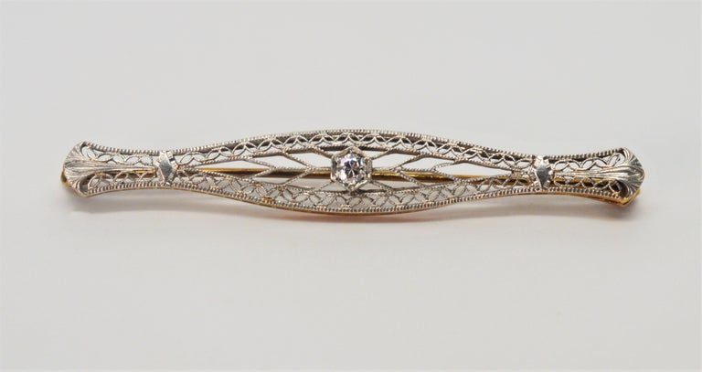 Art Deco Gold Filigree Bar Pin with Diamond Feature For Sale 1