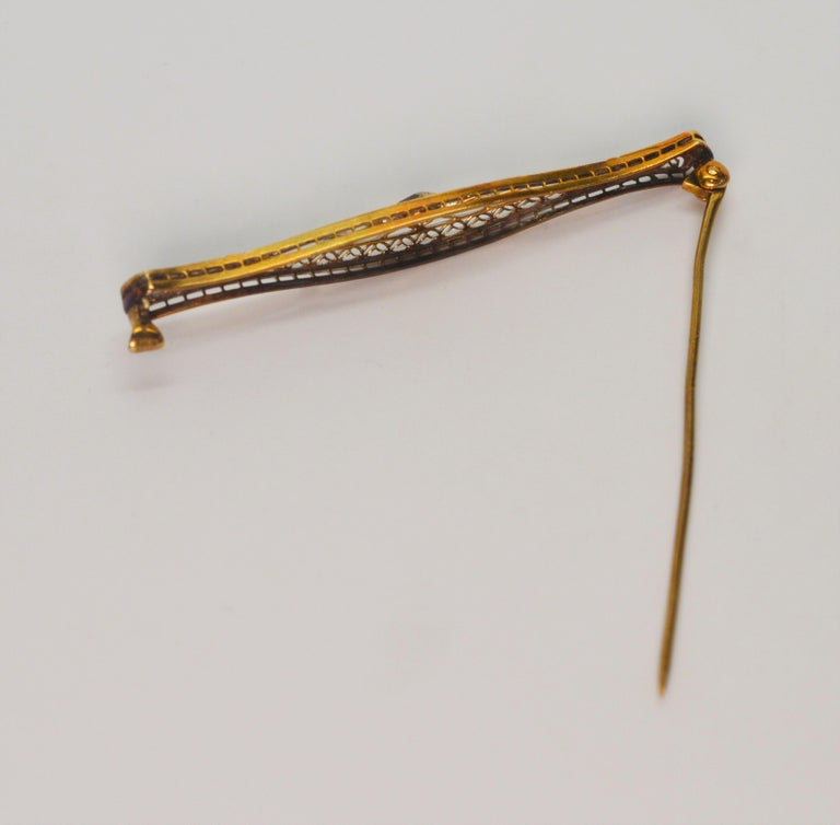 Art Deco Gold Filigree Bar Pin with Diamond Feature For Sale 2