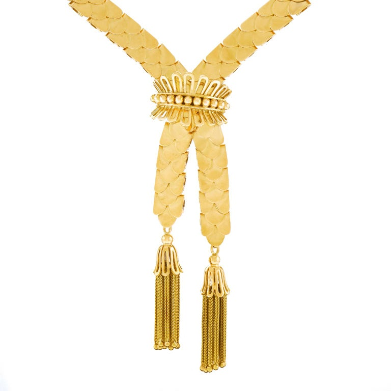 Art Deco Gold Necklace with Tassels 18 Karat, circa 1930s, Swiss For Sale 3
