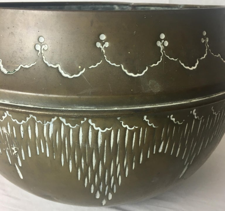 Hand-Crafted Art Deco Handcrafted Decorative Copper Pot or Bowl For Sale