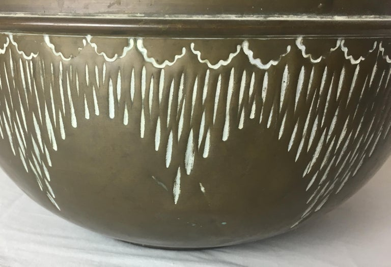 Art Deco Handcrafted Decorative Copper Pot or Bowl In Good Condition For Sale In Arles, FR