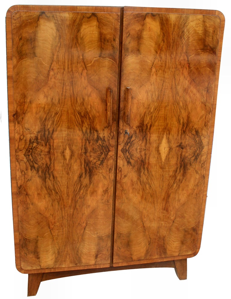 Art Deco Heavily Figured Walnut Gents Wardrobe, Tallboy, circa 1930 For Sale 6