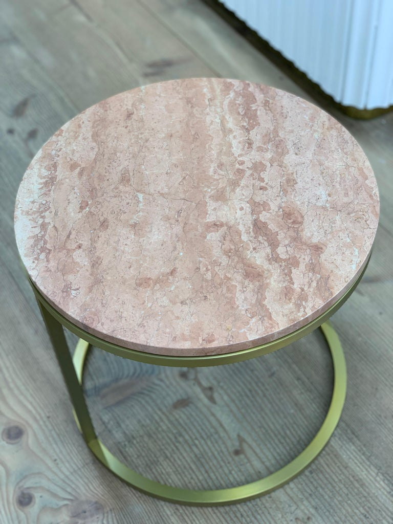 Art Deco Inspired Diana Round Coffee Table in Brass Tinted and Pink For Sale 1