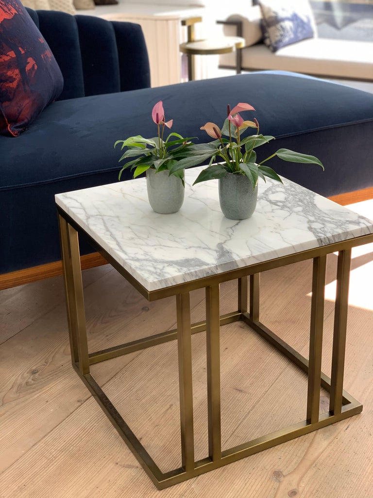 Whether it's a perch for your Martini, a safe haven for your bedtime chamomile or a refuge for your favourite Jane Austin, the Elio side table is on call. With its fierce, symmetrical frame and textured table top, the Elio side table will complement