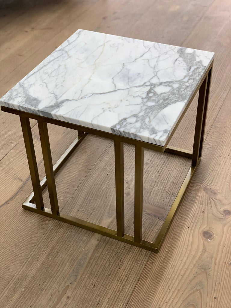 Plated Art Deco Inspired Elio Side Table Antique Brushed Brass Tint & Arabescato Marble For Sale