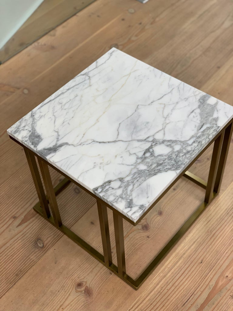 Contemporary Art Deco Inspired Elio Side Table Antique Brushed Brass Tint & Arabescato Marble For Sale