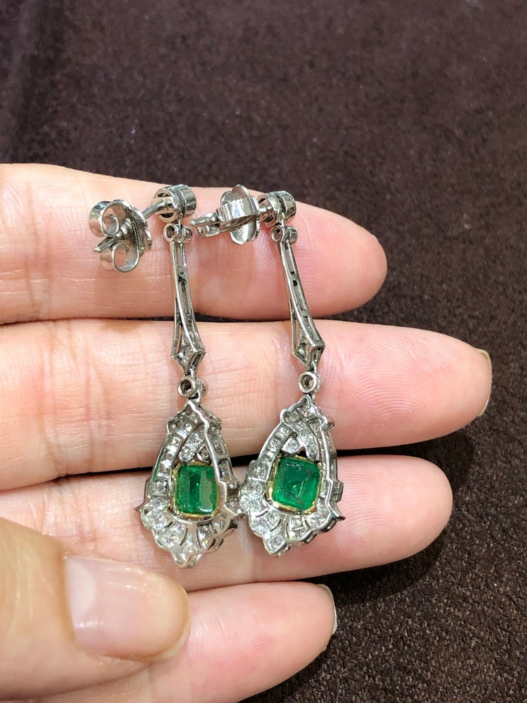 Art Deco Style Emerald and Diamond Drop 18 Karat White Gold Earrings In New Condition For Sale In Miami, FL