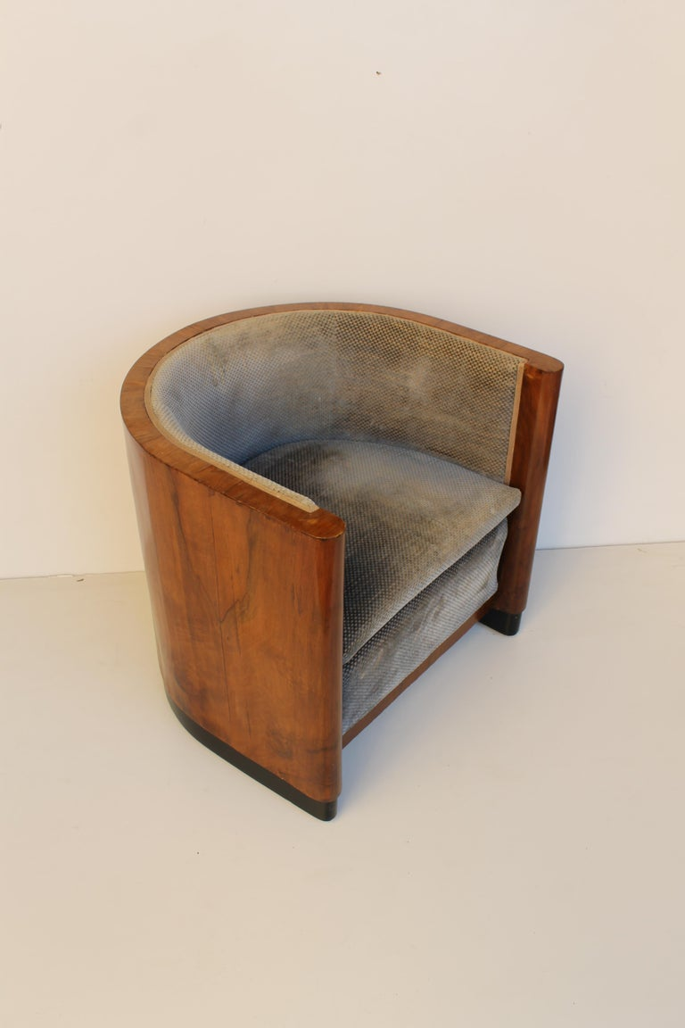 Art Deco Italian Armchair in Walnut, Grey and Light Blue Upholstery, 1930s For Sale 6