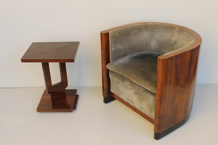 Art Deco Italian Armchair in Walnut, Grey and Light Blue Upholstery, 1930s In Good Condition For Sale In Sacile, PN